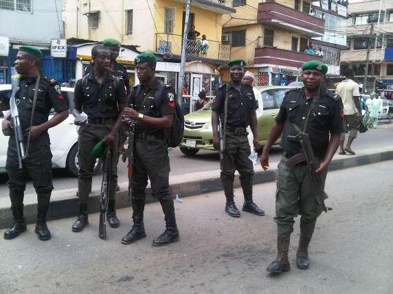 Nigerian-Police-officers-in-black-uniform-2-.jpg