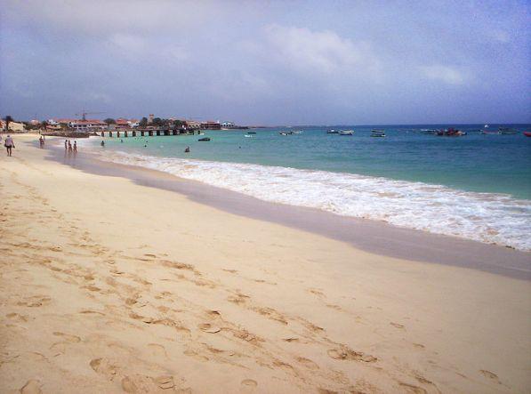 800px-Santa_Maria_Sal_Cabo_Verde3.JPG